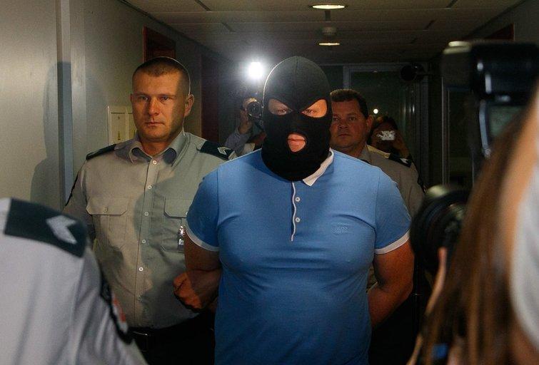 Įtariamasis programišius vedamas teisme (nuotr. Tv3.lt/Ruslano Kondratjevo)