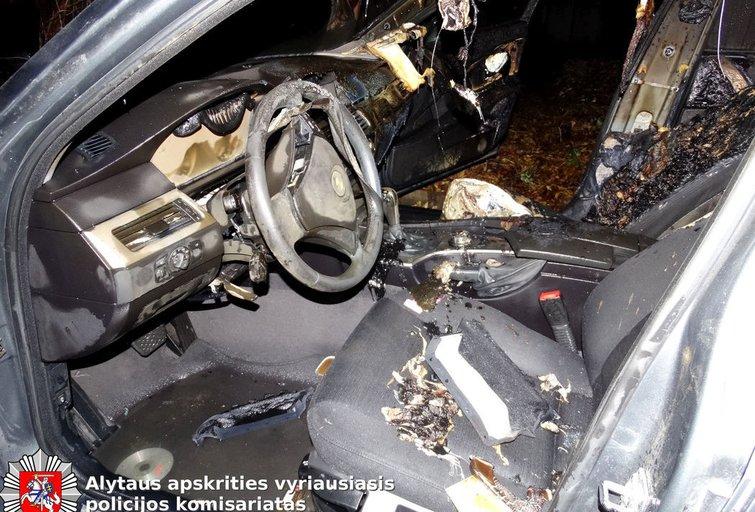 Apdegęs BMW automobilis (nuotr. Policijos)