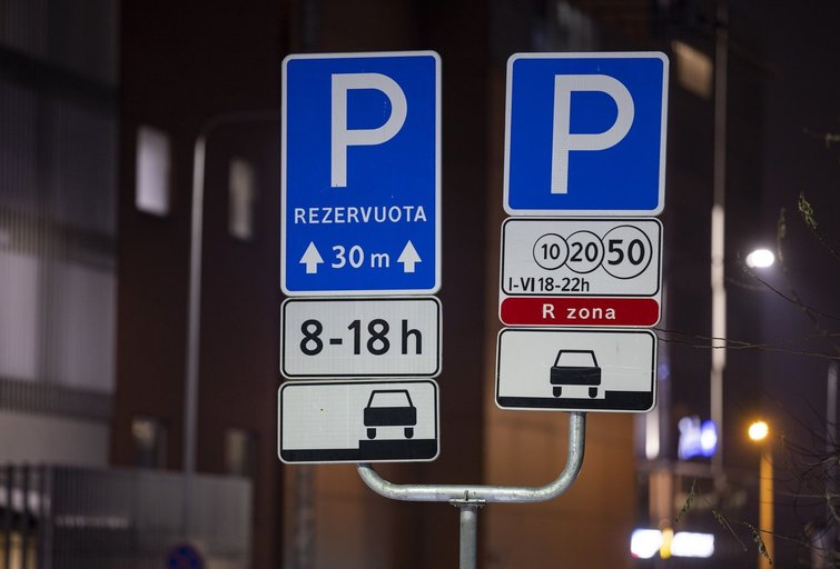 Rezervuotos parkavimo vietos (nuotr. Sauliaus Žiūros)
