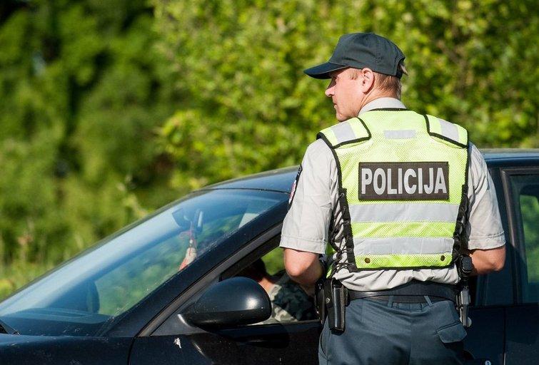 Policijos pareigūnas (nuotr. Fotodiena.lt/Pauliaus Peleckio)