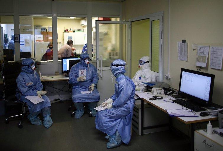 Mokslininkai 90 proc. tikslumu gali nustatyti, ar gresia mirtis susirgus COVID-19 (nuotr. SCANPIX)