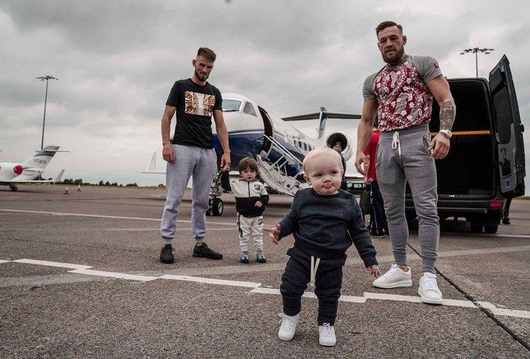 C.McGregoras su sūnumi. (nuotr. Instagram)
