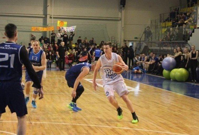 """""""Pieno žvaigždžių"""" krepšininkai atidavė duoklę sirgaliams (nuotr. Organizatorių)"""