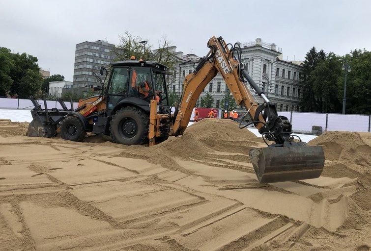 Darbai Lukiškių aikštėje (nuotr. Vilniaus miesto savivaldybės)