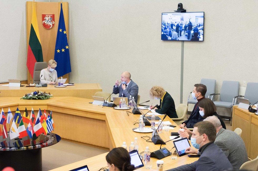 Pirmajame Vyriausybės posėdyje – karantino griežtinimas