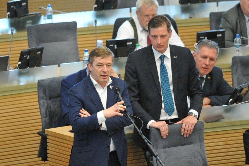 Ramūnas Karbaukis ir Kęstutis Mažeika Seimo posėdžių salėje (nuotr. Fotodiena.lt)
