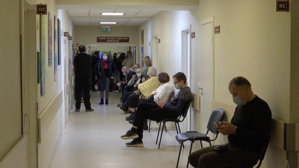Pasnigus ir pašalus traumatologų duris ėmė varstyti paslydę tautiečiai