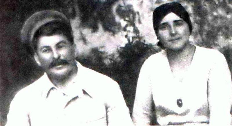 Stalinas su žmona (Nadežda Alilujeva)