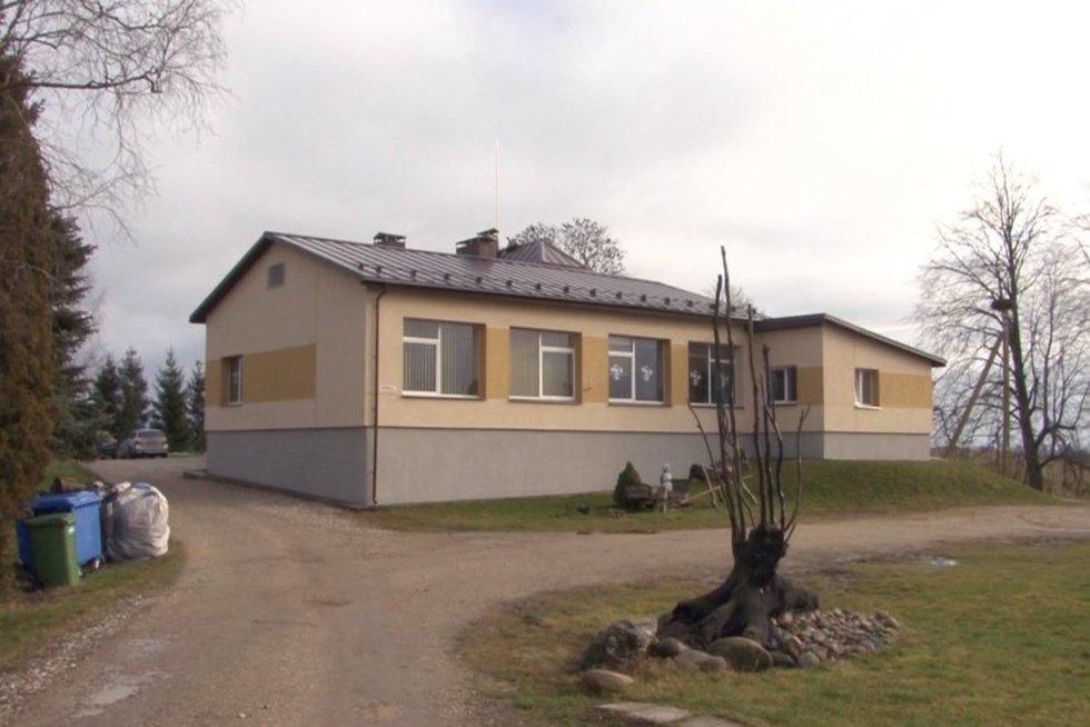 Yra Lietuvoje ir tokių mokyklų: darbuotojų beveik tiek pat, kiek ir mokinių (nuotr. stop kadras)