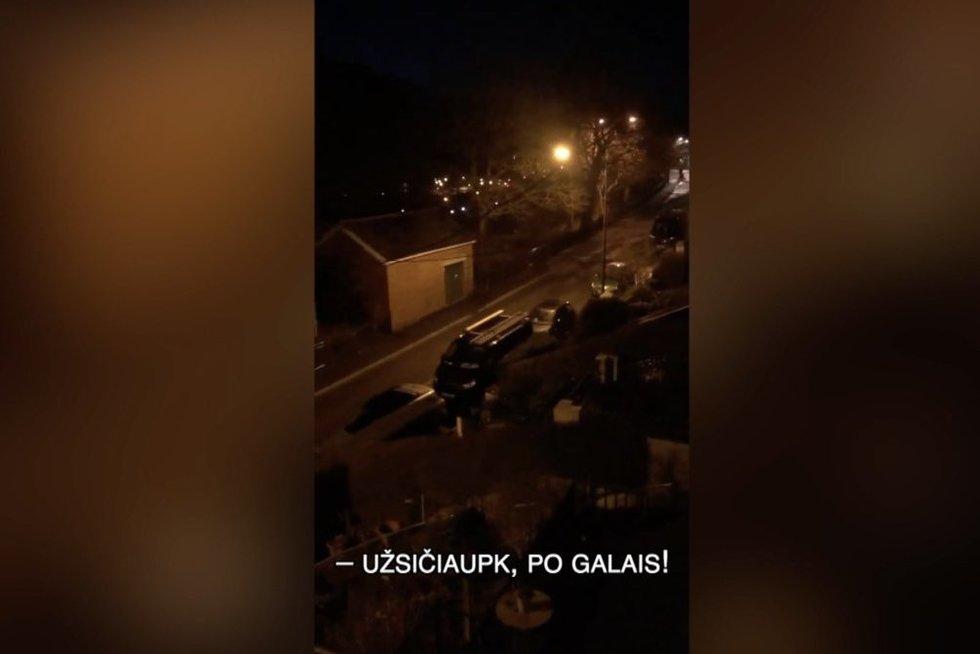 Dainavimas balkonuose išvedė kaimyną iš kantrybės: jo įniršis prajuokino milijonus (nuotr. stop kadras)