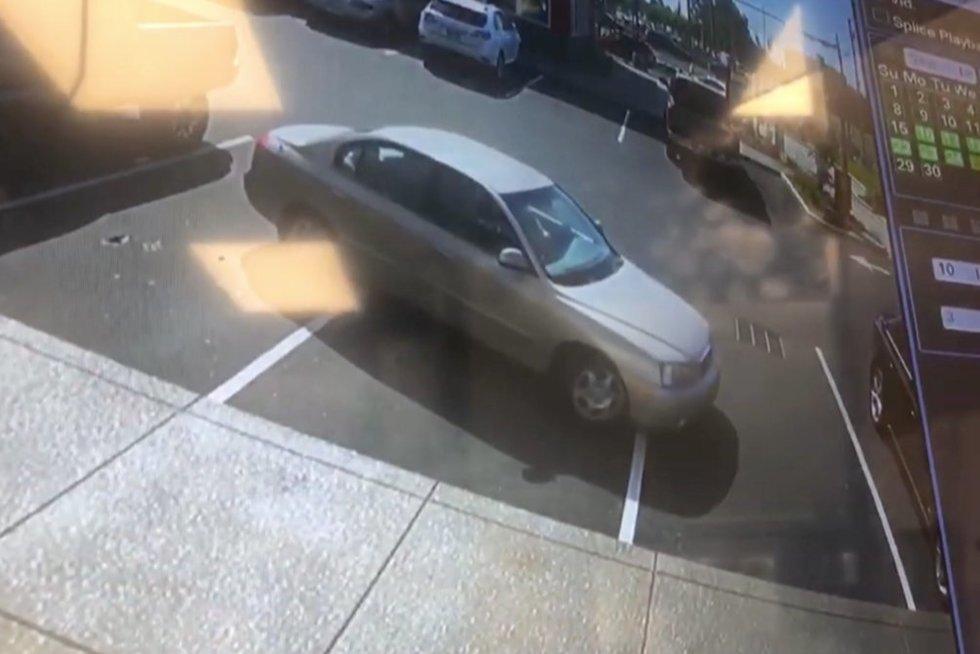 Automobilis aikštelėje (nuotr. stop kadras)