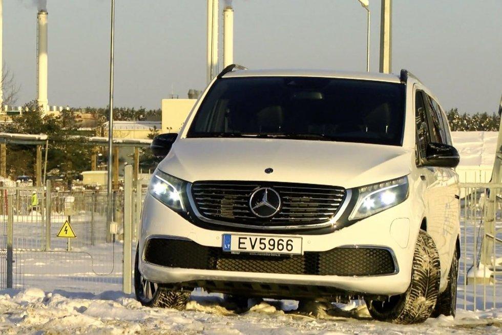 """Autopilotas. Naujiena mikroautobusų rinkoje – elektra varomas """"Mercedes-Benz EQV"""" (nuotr. stop kadras)"""
