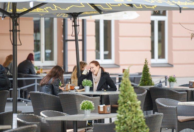 Lauko kavinės, restoranai, barai atvėrė duris. Fotodiena/Justinas Auškelis