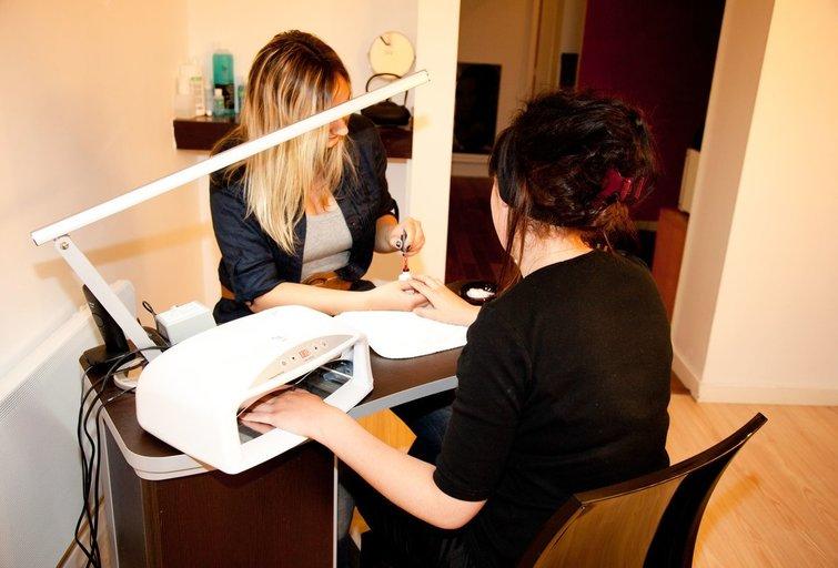 Grožio salone (nuotr. 123rf.com)