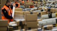 """Smūgis šventėms besiruošiančiai """"Amazon"""": darbuotojai skundžiasi mažėsiančiais atlygiais (nuotr. SCANPIX)"""
