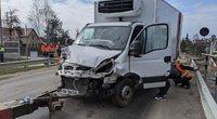 Avarija Vilniau raj. – apvirtęs sunkvežimis užblokavo eismą (nuotr. Broniaus Jablonsko)