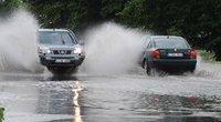 Eismas per lietų (nuotr. Fotodiena.lt)