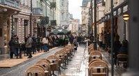 Neišgąsdino net šlapdriba: penktadienį sostinės kavinių staliukai buvo nugulti (nuotr. Fotodiena.lt)