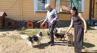 Varėnos rajone kunigaujantis Pranciškus Čivilis laiko virš 50 šunų ir 15 kačių  (nuotr. Raimundo Maslausko)