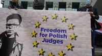 Lenkai išėjo į gatves palaikyti vyriausybės taikiklyje atsidūrusio teisėjo (nuotr. SCANPIX)