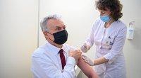 """Prezidentas paskiepytas """"AstraZeneca"""" vakcina (nuotr. Prezidentūros kanceliarija/Roberto Dačkaus)"""