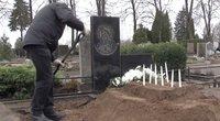 Skaudi karantino realybė:laidotuvėse artimuosius atstoja duobkasiai, o ritualinių paslaugųįmonės vos spėja suktis (nuotr. stop kadras)