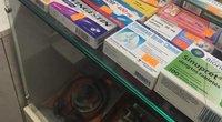 Vaistais prekiaujama vietinėje kaimo parduotuvėje (nuotr. skaitytojo)
