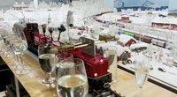 Karantino pramogos: sukūrė traukinuką, galintį taurėmis sugroti Bethoveną (nuotr. stop kadras)