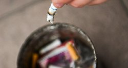 Tamsioji pandemijos pusė: lietuviai sėdi namuose, daugiau rūko bei geria