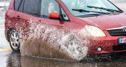 Siunčia svarbią žinią vairuotojams: toks langų skystis gali pakenkti sveikatai