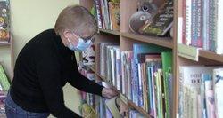 Zina bibliotekoje dirba jau 35 metus: tenka būti ir vedėja, ir valytoja, o gauna vos 500 eurų