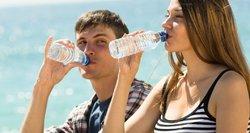 Dalinatės vienu vandens buteliuku? Neįsivaizduojate, kuo rizikuojate