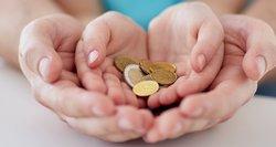 Šeimas iš skurdo siūloma traukti didinant vaiko pinigus: suma turėtų būti daug didesnė