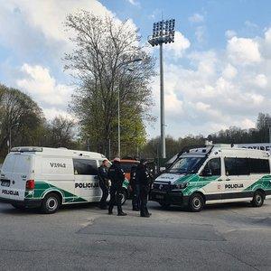 Vilniuje futbolo rungtynių metu – sirgalių aistros: prireikė ir policijos