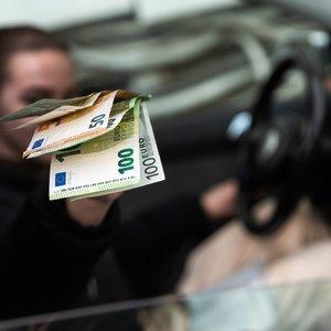 Šie žmonės išgyvena vos už kelis šimtus eurų: uždirbantiems mažiausiai mažins mokesčius?