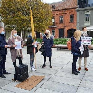 Kaune – naujas protestas prieš vaikų testavimą: laidojo laisvę ir grasina emigracija