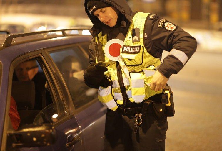 Vilniuje policija tikrina vairuotojus nuotr. Broniaus Jablonsko