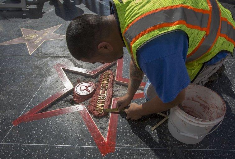 Donaldo Trumpo žvaigždę Holivude išniekinęs vyras tikėjosi parduoti ją aukcione (nuotr. SCANPIX)