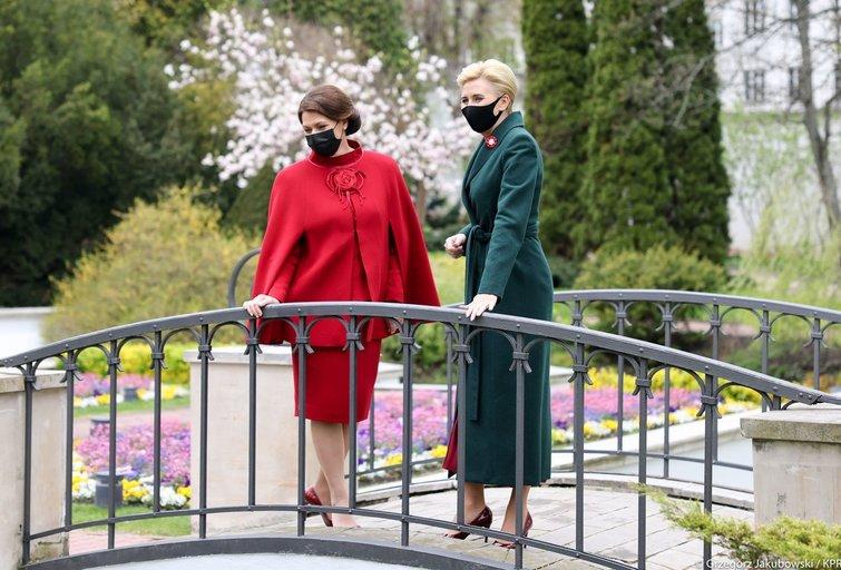 Diana Nausėdienė ir Agata Kornhauser-Duda susitinka Lenkijos Prezidento rūmuose (Lenkijos Respublikos Prezidento kanceliarijos nuotraukos/ Gzegorz Jakubowski)