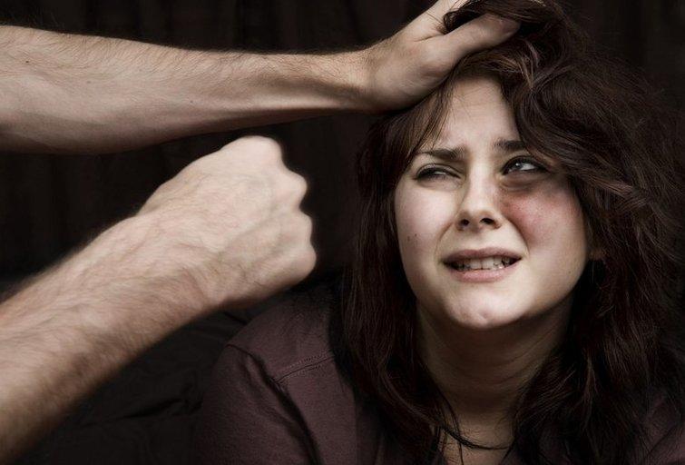 """Smurtas pries moteris (nuotr. """"Akistata"""")"""