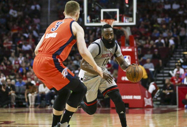 "Hiustono ""Rockets"" – Oklahoma Sičio ""Thunder"" 137:125 (nuotr. SCANPIX)"