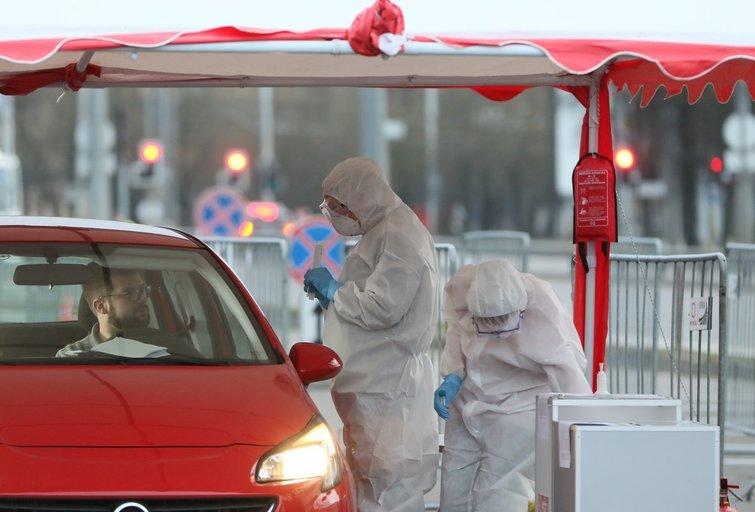 Mobilus punktas tirti koronavirusą Vilniuje (nuotr. Broniaus Jablonsko)