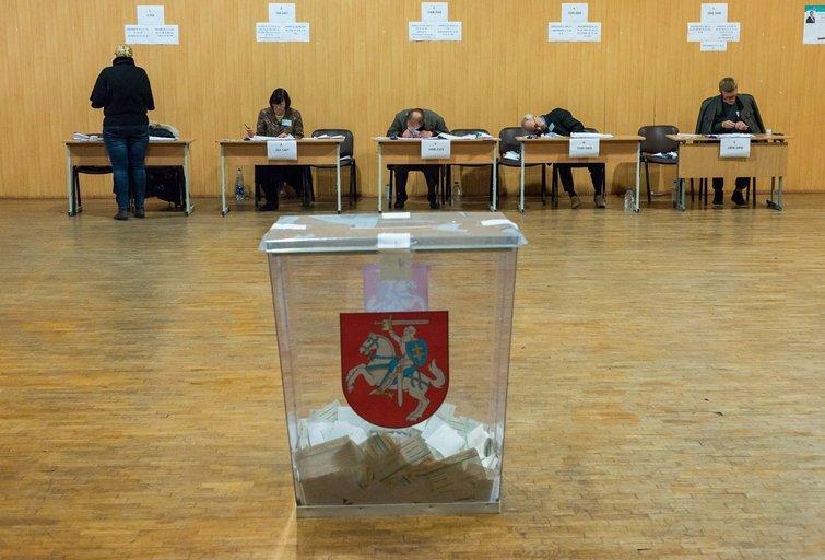 Po antrojo 2016-ųjų Seimo rinkimų turo uždaromos rinkimų apylinkės. (nuotr. Eimanto Genio)