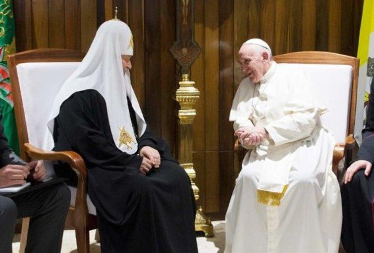 Patriarchas Kirilas ir popiežius Pranciškus (nuotr. SCANPIX)