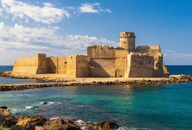 Castello di Isola di Capo Rizzuto (nuotr. shutterstock.com)