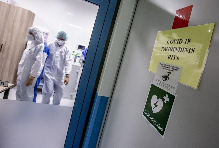 """Santaros klinikose situacija """"kaista"""": per parą – jau 100 pacientų priėmimo skyriuje (nuotr. Vidmanto Balkūno)"""