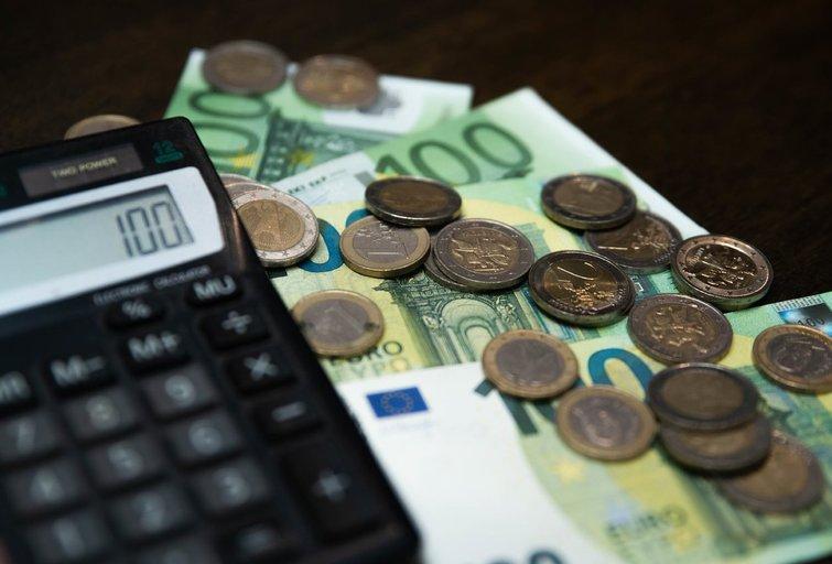 Kiek žmonės prisiduria prie atlyginimo dirbdami papildomus darbus? (nuotr. Fotodiena/Justino Auškelio)