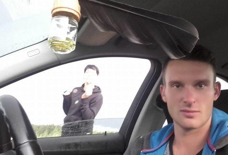 """Įtariamųjų nuotraukos """"Facebook"""" paskyroje: sunku įtarti kažką blogo (nuotr. facebook.com)"""