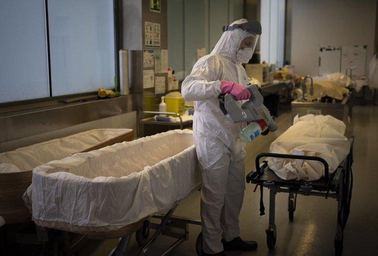 Nuo COVID-19 mirė virš 30-ies metų moteris: gyvybė užgeso namuose, praėjus vos kelioms dienoms nuo teigiamo testo (nuotr. SCANPIX)