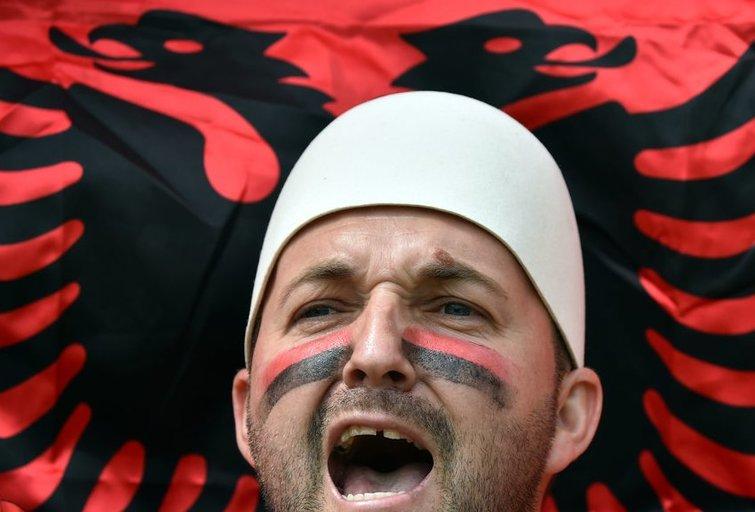 Komandų sirgaliai prieš Albanijos – Šveicarijos rungtynes (nuotr. SCANPIX)